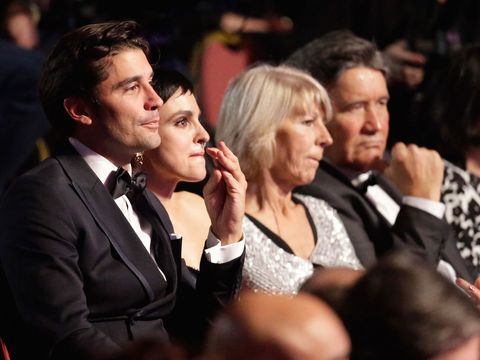 Face, People, Product, Formal wear, Coat, Suit, Interaction, Audience, Applause, Tie,