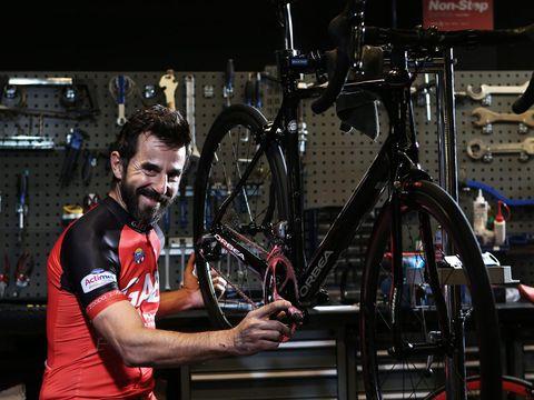 Bicycle tire, Bicycle frame, Bicycle wheel rim, Bicycle wheel, Bicycle part, Bicycle, Bicycle accessory, Rim, Spoke, Bicycle fork,