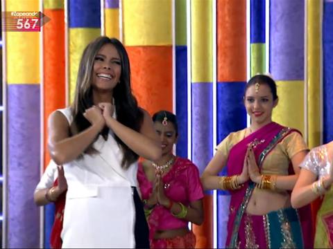 Arm, Happy, Facial expression, Magenta, Temple, Trunk, Abdomen, Bangle, Sari, Tradition,