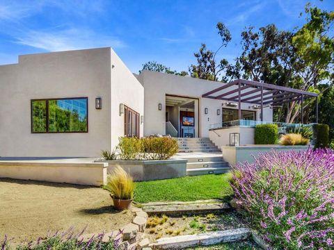 Plant, Property, Shrub, Garden, Real estate, Facade, Lavender, Purple, House, Residential area,