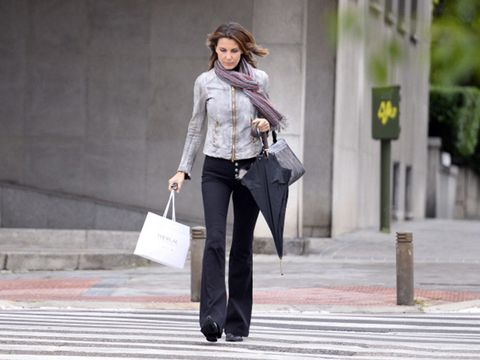 Sleeve, Human body, Collar, Photograph, Outerwear, Bag, Standing, Style, Street fashion, Blazer,