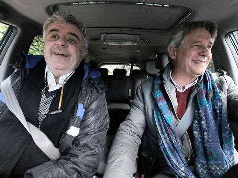 Car seat, Vehicle door, Head restraint, Passenger, Family car, Car seat cover, Luxury vehicle, Stole, Scarf, Seat belt,