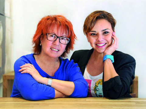 Eyewear, Glasses, Vision care, Smile, Fashion accessory, Red hair, Table, Wrist, Sitting, Sharing,