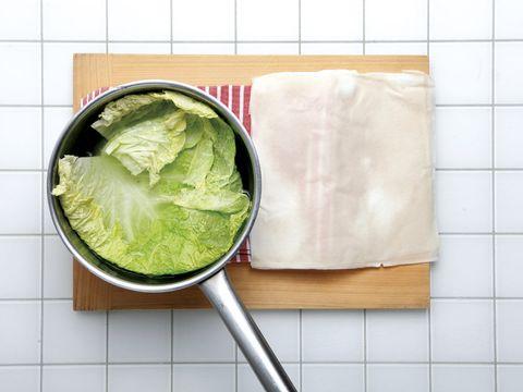 Leaf vegetable, Leaf, Ingredient, Tile, Iceburg lettuce, wild cabbage, Kitchen utensil, Cruciferous vegetables, Vegetable, Produce,