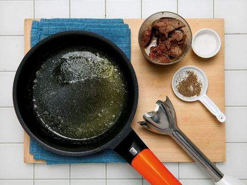 Frying pan, Dishware, Cookware and bakeware, Tableware, Kitchen utensil, Cooking, Spoon, Sauté pan, Meal, Recipe,