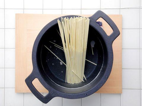 Tile, Noodle, Rice noodles, Al dente, Bigoli, Capellini, Household supply, Plastic, Chinese food, Yi mein,