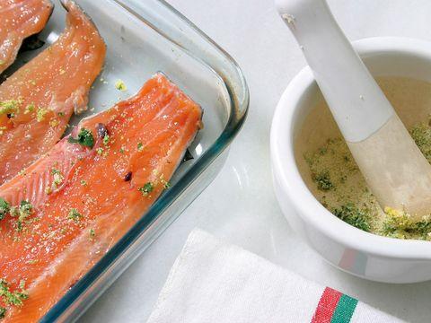 Food, Cuisine, Ingredient, Seafood, Fish slice, Liquid, Salmon, Sashimi, Orange, Dishware,