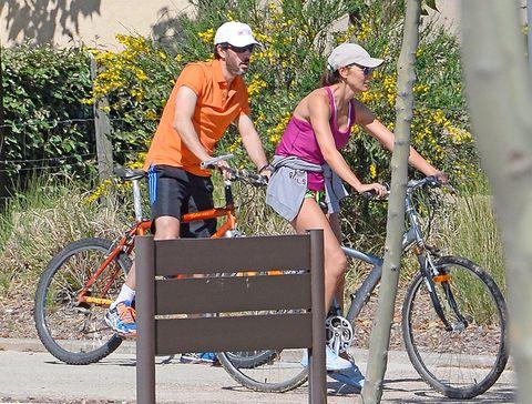 Tire, Bicycle tire, Wheel, Bicycle wheel, Bicycle frame, Bicycle wheel rim, Bicycle part, Bicycle handlebar, Bicycle fork, Bicycle,