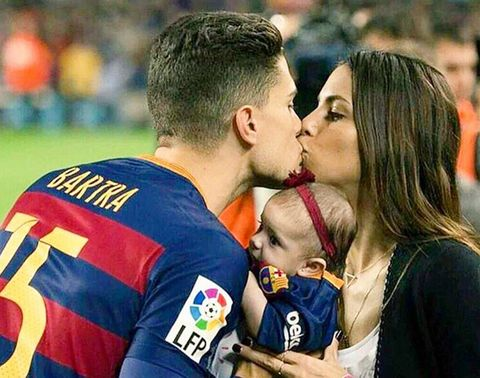 Lip, Cheek, People, Kiss, Interaction, Romance, Love, People in nature, Gesture, Sports jersey,