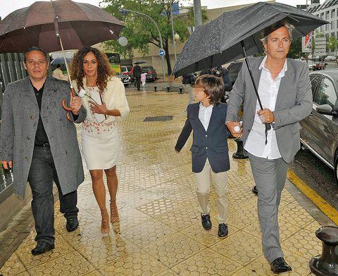 Clothing, Footwear, Leg, Umbrella, Coat, Trousers, Outerwear, Jacket, Fashion, Vehicle door,