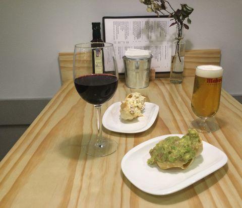 Serveware, Drinkware, Drink, Barware, Dishware, Food, Tableware, Glass, Table, Alcoholic beverage,