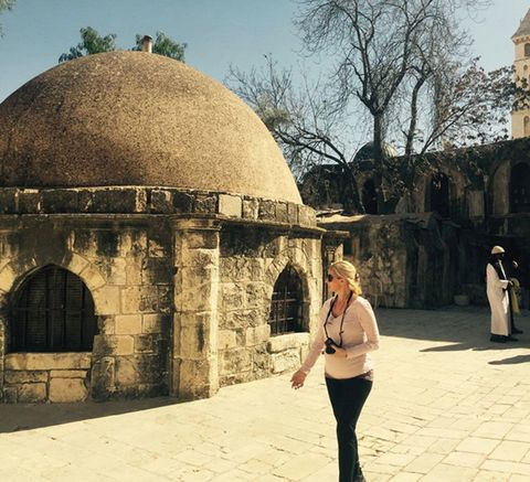Dome, Dome, Tourism, Temple, Arch, Street fashion, Travel, Beige, Waist, Bag,