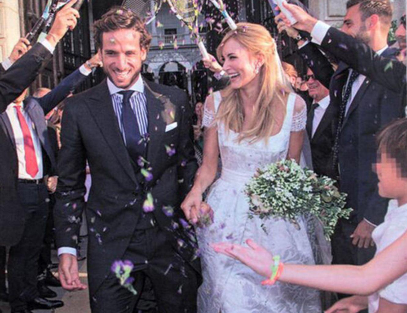 Sale a la venta el vestido con el que se casó Alba Carrillo