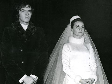 Bridal veil, Veil, Eyebrow, Formal wear, Bridal clothing, Headgear, Bride, Wedding dress, Portrait, Bridal accessory,