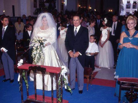 Clothing, Hair, Dress, Event, Trousers, Coat, Suit, Photograph, Bridal veil, Formal wear,