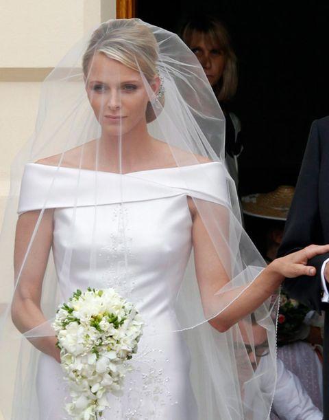 Bridal veil, Veil, Bridal clothing, Sleeve, Bridal accessory, Dress, Wedding dress, Photograph, Petal, Bride,