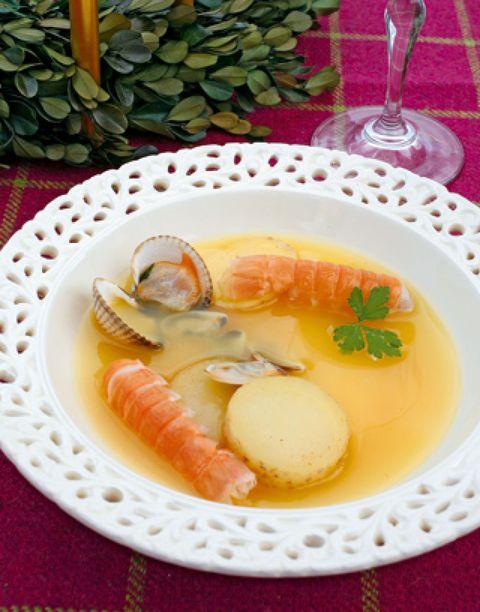 Food, Ingredient, Dishware, Serveware, Seafood, Tableware, Dish, Arthropod, Seafood boil, Drinkware,