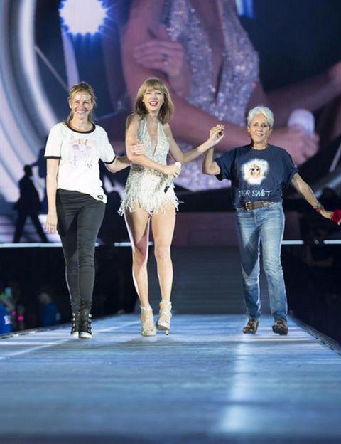 Leg, Trousers, Event, Jeans, Denim, T-shirt, Fashion, Performance, Public event, Thigh,