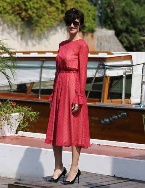Dress, Shoulder, Human leg, One-piece garment, Flowerpot, Street fashion, Day dress, Cocktail dress, Waist, Watercraft,