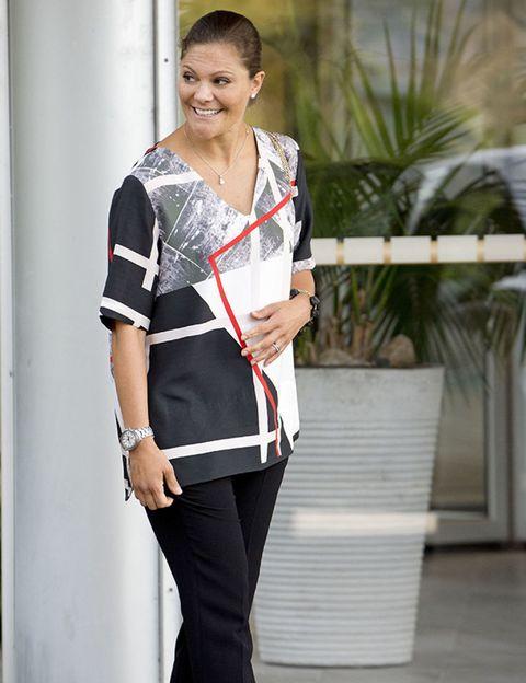 Sleeve, Shoulder, Joint, Collar, Waist, Fashion accessory, Fashion, Street fashion, Bag, Uniform,