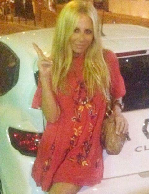 Finger, Hairstyle, Human body, Hand, Dress, Long hair, Blond, Trunk, Automotive tail & brake light, Brown hair,