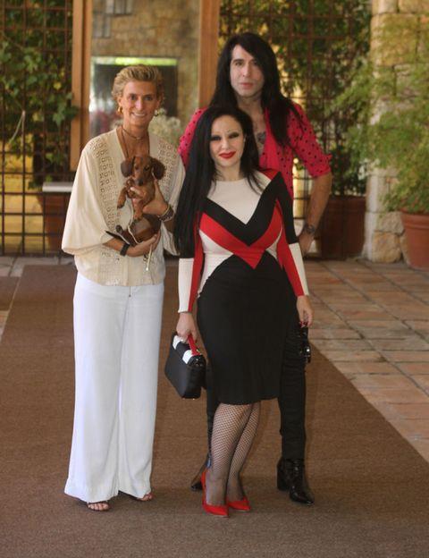 Face, Outerwear, Style, Bag, Street fashion, Fashion accessory, Fashion, Waist, High heels, Beige,