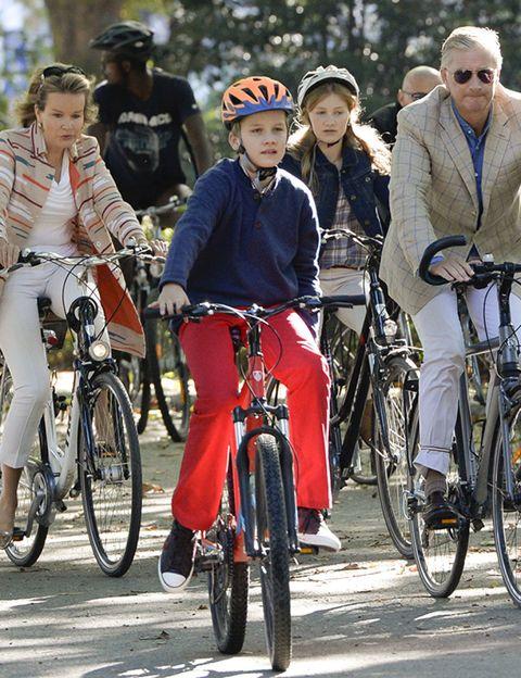 Tire, Wheel, Footwear, Bicycle wheel, Bicycle tire, Bicycle, Bicycle wheel rim, Bicycle handlebar, Helmet, Land vehicle,