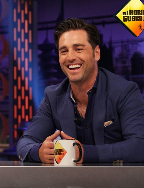 Logo, Cup, White-collar worker, Pleased, Coffee cup, Laugh, Serveware, Sign, Television program, Humour,
