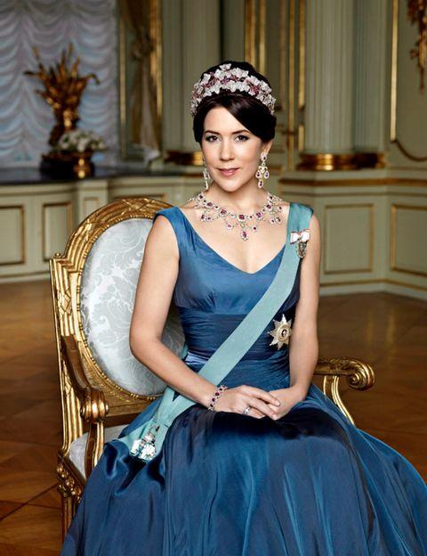 Clothing, Blue, Eye, Dress, Fashion accessory, Style, Formal wear, Headgear, Beauty, Hair accessory,