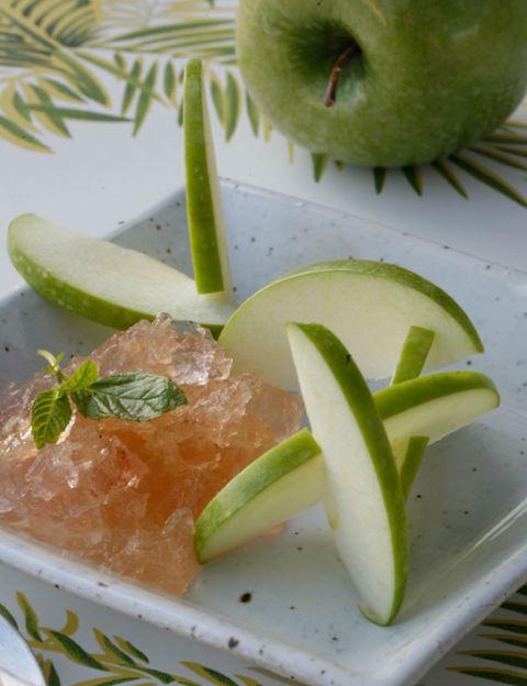 Green, Food, Ingredient, Produce, Fruit, Tableware, Natural foods, Citrus, Flowering plant, Garnish,