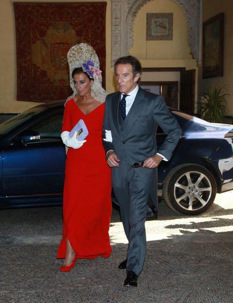Coat, Trousers, Automotive design, Shirt, Suit, Outerwear, Formal wear, Suit trousers, Dress, Fender,