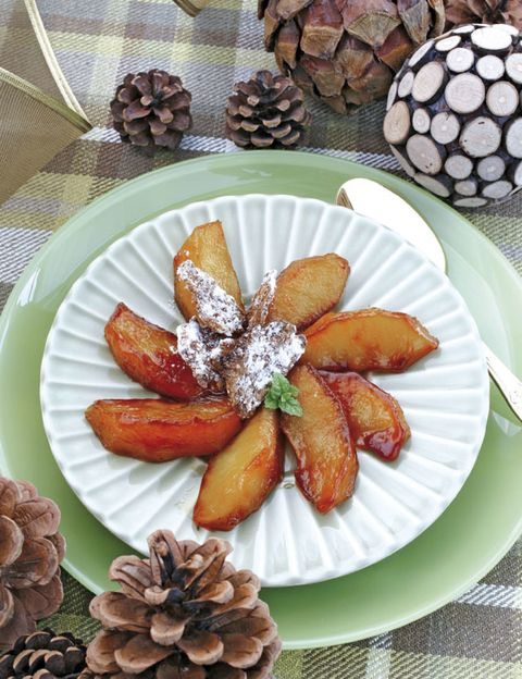 Food, Dishware, Ingredient, Plate, Sweetness, Tableware, Natural material, Serveware, Recipe, Dessert,