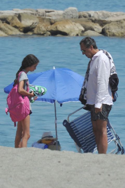 Leg, Human body, Tourism, Water, Summer, Coastal and oceanic landforms, Vacation, Travel, Holiday, Umbrella,