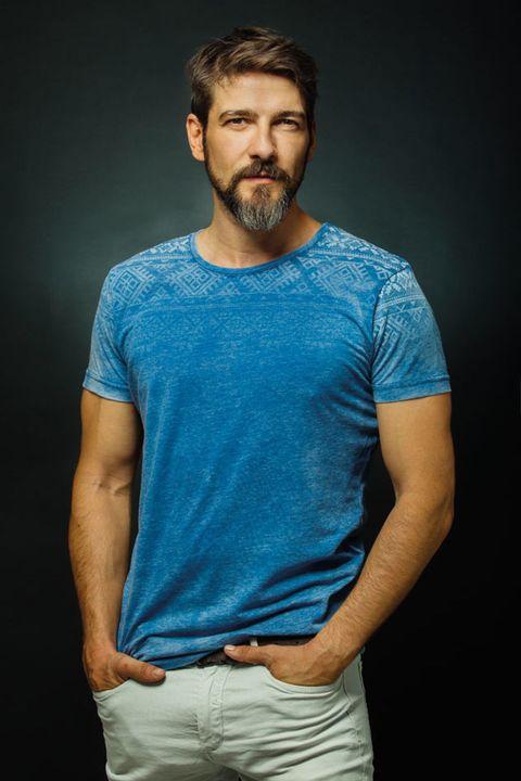 Blue, Cheek, Facial hair, Sleeve, Shoulder, Elbow, Standing, Joint, Beard, Chest,