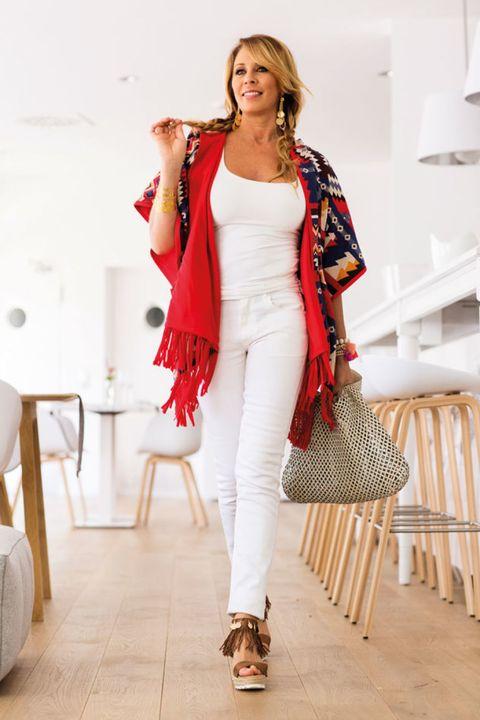 Clothing, Shoulder, Outerwear, Fashion accessory, Style, Fashion model, Street fashion, Fashion, Bag, Beige,