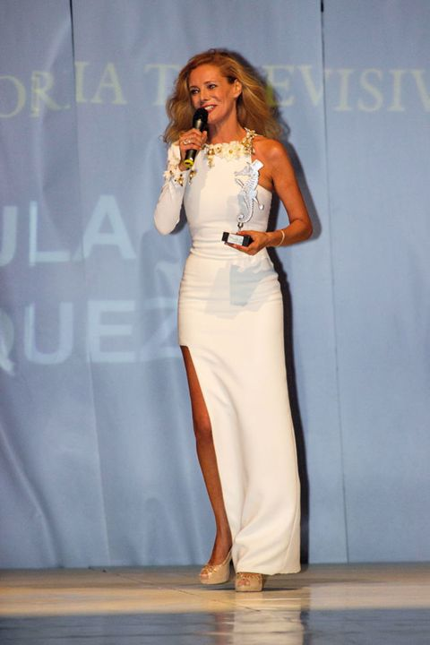 Shoulder, Fashion show, Style, Jewellery, Fashion accessory, Fashion model, Waist, Fashion, Model, Runway,