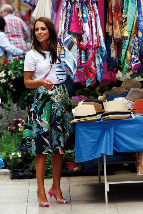 Public space, Textile, Style, Marketplace, Market, Fashion accessory, Bag, Fashion, Retail, Foot,