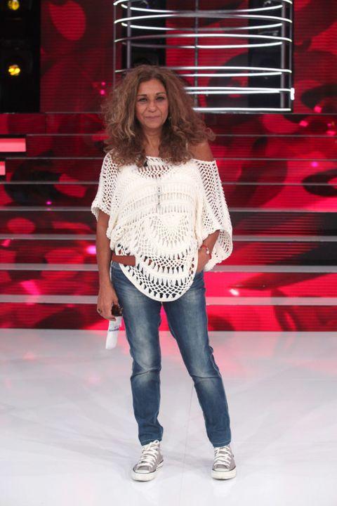 Leg, Trousers, Shoulder, Jeans, Red, Denim, Textile, Shoe, Outerwear, White,