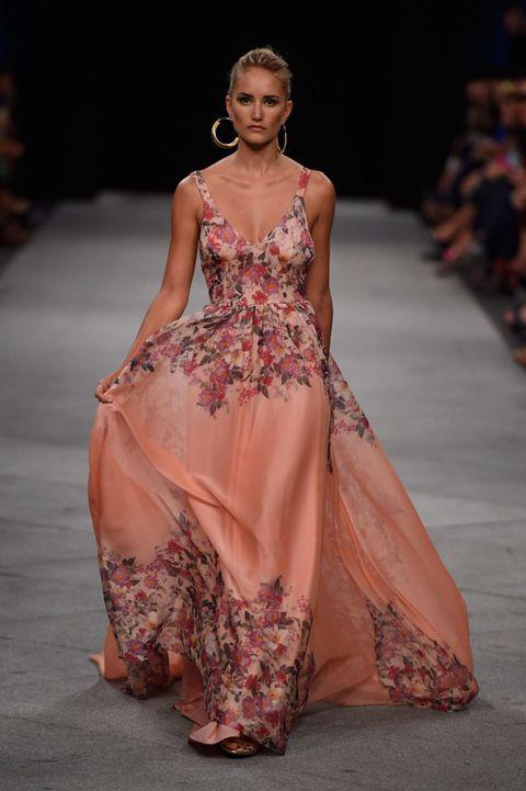 Shoulder, Fashion show, Textile, Dress, Style, Fashion model, Formal wear, Runway, One-piece garment, Fashion,