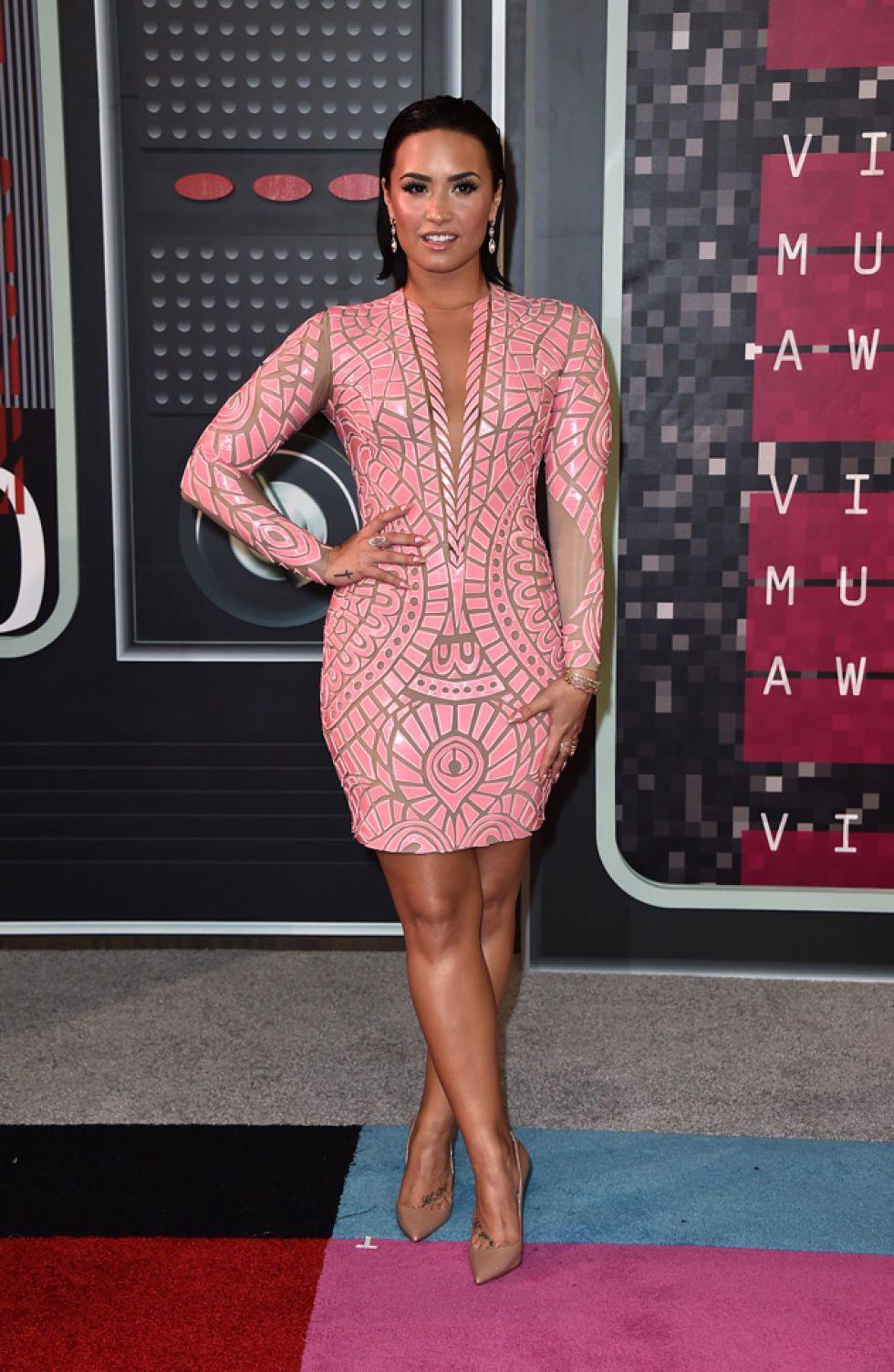 Miley Cyrus luce diseños de Agatha Ruiz de la Prada en los premios ...