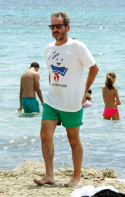 Leg, Fun, Human body, Water, board short, Standing, Human leg, Mammal, People in nature, Summer,