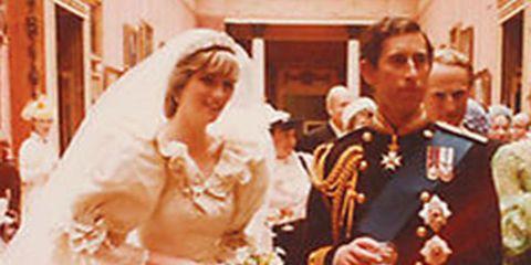 Bridal veil, Bridal clothing, Photograph, Veil, Accordion, Musician, Tradition, Bride, Wedding dress, Musical ensemble,
