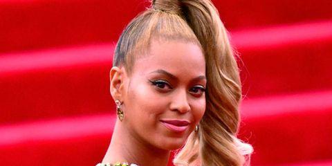Nose, Ear, Lip, Earrings, Hairstyle, Chin, Forehead, Eyebrow, Eyelash, Style,