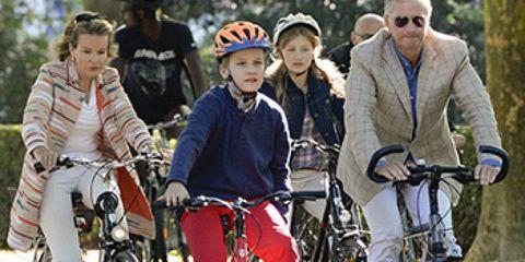 Wheel, Bicycle wheel, Tire, Bicycle wheel rim, Bicycle, Bicycle tire, Bicycle frame, Bicycle handlebar, Land vehicle, Bicycle fork,