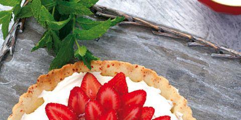 Food, Sweetness, Dishware, Leaf, Ingredient, Kitchen utensil, Serveware, Fruit, Dessert, Cutlery,