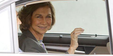 Vehicle door, Vehicle, Window, Car, Gesture, Family car, Automotive window part,