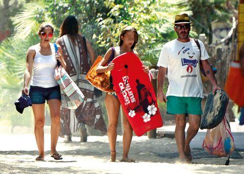 Eyewear, Leg, Summer, T-shirt, Shorts, Bag, Luggage and bags, Denim, Fashion, Sunglasses,