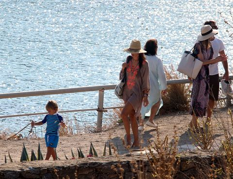 Human, Hat, Tourism, People in nature, Sun hat, Vacation, Fashion accessory, Luggage and bags, Shore, Holiday,