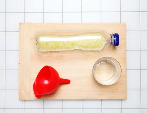 Dishware, Carmine, Serveware, Rectangle, Plastic, Kitchen utensil, Cutting board, Coquelicot, Adhesive tape, Tile,