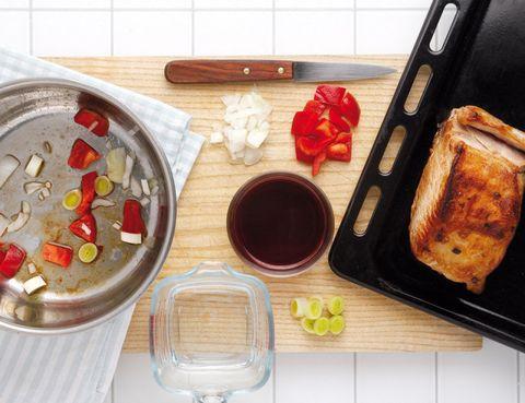 Dishware, Serveware, Cuisine, Plate, Dish, Meal, Kitchen utensil, Breakfast, Still life photography, Pill,